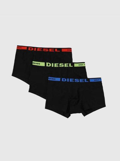 מארז של 3 תחתונים בצבע שחור ובגזרת בוקסר צמוד, גומי המותן בצבעים שונים ועליו לוגו המותג.
