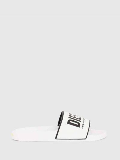 כפכפי גומי בצבע לבן עם הדפס לוגו בצבע שחור.