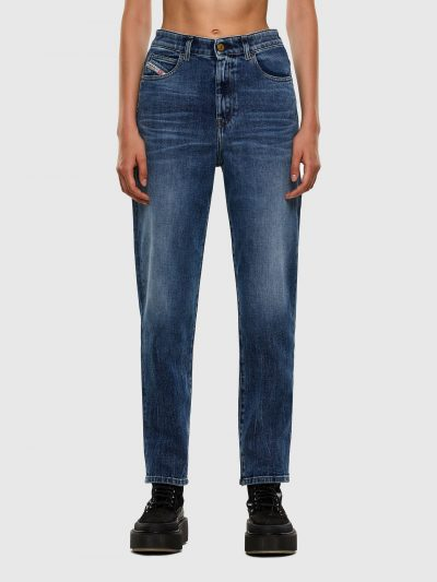 ג׳ינס בצבע כחול, גזרה ישרה וגבוהה