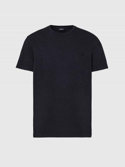 טישרט שרוול קצר בגזרה צרה וחלקה בצבע שחור עשויה כותנת ג'רזי דקה ואיכותית. בחזה  לוגו האות די באנגלית.