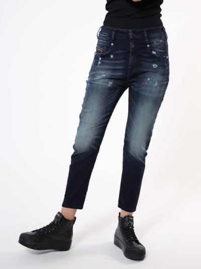 המכנס הוא שילוב ייחודי לדיזל וראשון מסוגו, המשלב תפירה בצורת שתי וערב של שני סוגי בד- פוטר ודנים, לנוחות מירבית. הוא בגזרת מותן רגילה, בויפרנד (צ