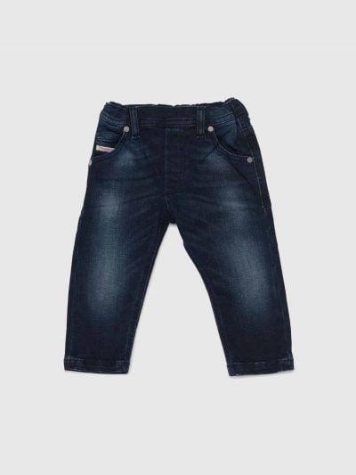 מכנס ג'וג לתינוקות עד גיל 3, בגזרה צרה, בצבע כחול כהה קלאסי, בשילוב חגורת גומי אלסטית. המכנס הוא שילוב ייחודי וראשון מסוגו המשלב תפירה בצורת שתי וערב של שני סוגי בד- פוטר ודנים, לנוחות מירבית.