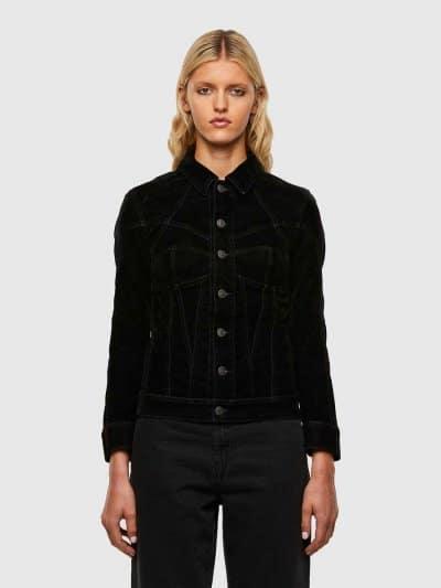 ג'קט בצבע שחור עם טכנולגיית ציפוי קטיפה, בסגירת כפתורים, בגזרה צרה ובמראה של מחוך. ג'וג ג'ינס הוא שילוב ייחודי הבלעדי לדיזל וראשון מסוגו, המשלב ת
