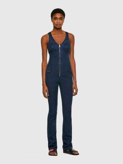 אוברול ג'וג בגזרה ישרה בצבע כחול כהה ובסגירת רוכסן. האוברול בנוי כשילוב של גופיה עם שני כיסים בחזה הנסגרים ברוכסן ומכנס חמש כיסים בגזרה ישרה. בגב