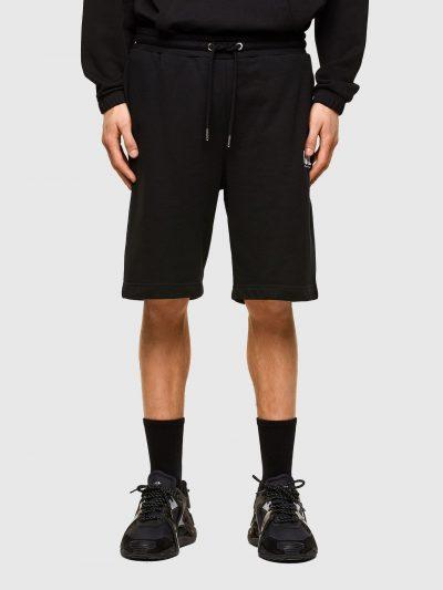 מכנסי טרנינג, צבע שחור, אורך ברמודה, לוגו על רגל שמאל, קשירת שרוך