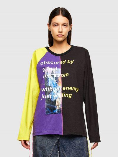 טישרט שרוול ארוך בגזרה רגילה ובשילוב של שלושה צבעים סגול, שחור וצהוב עשויה כותנת ג'רזי משובחת. לחולצה צווארון לורקס מנצנץ ותפרים בולטים וארוכים.
