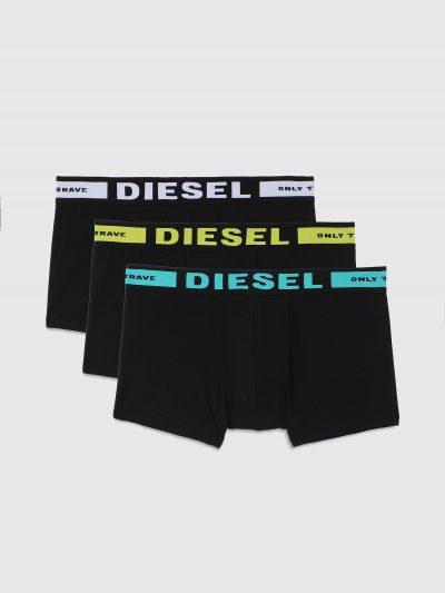מארז של 3 תחתונים בצבע שחור בגזרת בוקסר צמוד. גומי המותן בצבעים שונים ועליו לוגו המותג.