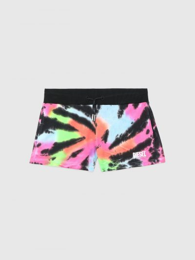 מכנסי טרנינג קצרים, בצביעת 'טאי דאי' צבעונית ובגזרה רגילה. למכנס שרוכים עם סיומת מתכתית ושני כיסים קדמיים. הדפס לוגו המותג על ירך שמאל.