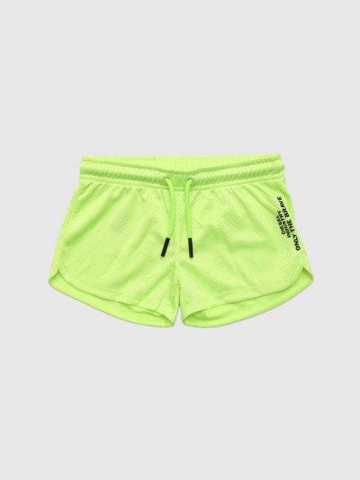 מכנסי טרנינג קצרים בצבע ירוק ניאון מבד מחורר ובגזרה רגילה. למכנס חגורת מותן אלסטית עם שרוכים. הדפס סלוגן המותג לצד רגל שמאל.