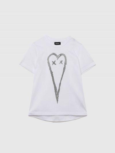 טישרט שרוול קצר בגזרה רגילה בצבע לבן עשויה כותנת ג'רזי משובחת. על החזה הדפס תלת מימדי של