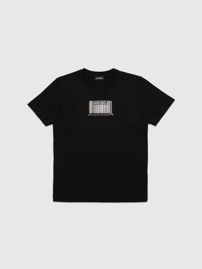 טישרט שרוול קצר בגזרה רגילה בצבע שחור עשויה כותנת ג'רזי משובח ומוטבעת עם הדפס ברקוד כסוף מטאלי תלת מימדי על החזה.