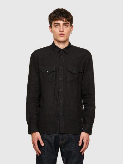 חולצה מכופתרת בצבע שחור מבד פשתן בגזרה רגילה בסגירת כפתורי לחיצה ושני כיסים על החזה הנסגרים בכפתורי לחיצה. פאץ' 'מוהוק' בצד התחתון השמאלי.