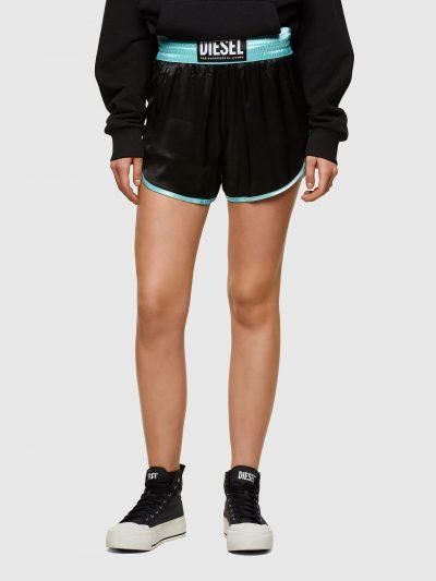 מכנס בד קצרים בגזרה משוחררת בהשראת מכנסי אגרוף עם חגורת מותן אלסטית. לשורט שני כיסים צידיים, שני שסעים קטנים בצדדים וסיומות בצבע תכלת. על חגורת ה