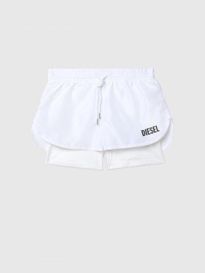 מכנסי ספורט קצרים, מכנסי טייץ ומעל מכנסיים קצרים יותר משוחררים, צבע לבן, לוגו שחור בצד הירך