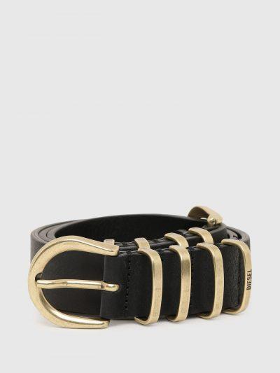 חגורת עור, צבע שחור, אבזמי ולולאות מתכת בשני הצדדים למראה סימטרי