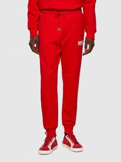 מכנסי טרנינג, צבע אדום, כותנת ג׳רזי, שרוך קשירה, לוגו קטן בצד הירך