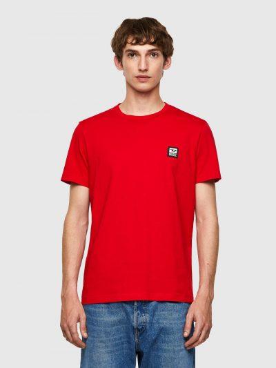 חולצת טי צבע אדום לוגו בצד החזה