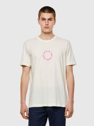חולצת טי, שרוולים קצרים, צבע לבן, הדפס קטן של כיתוב ורוד בצד הקדמי, הדפס גדול שחור ורוד בצד האחורי של כיתוב ועצי דקל