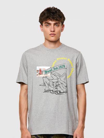 חולצת טי, שרוולים קצרים, צבע אפור, הדפס איור פנתר, הדפס תמונה קטנה, הדפס כיתוב ירוק וצהוב
