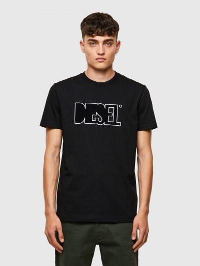 חולצת טי, שרוולים קצרים, צבע שחור, פאץ׳ בחזה של לוגו דיזל עשוי בד פליס