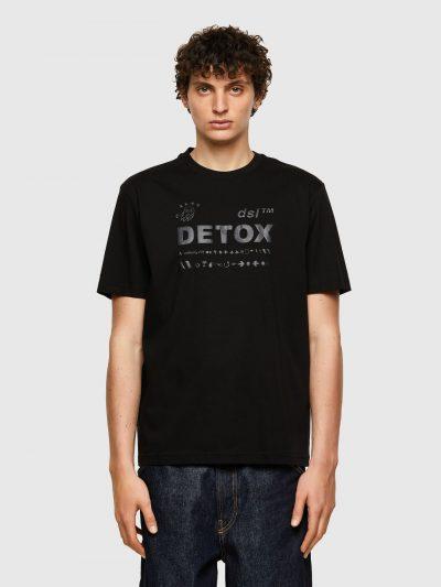 חולצת טי, שרוולים קצרים, צבע שחור, הדפס אותיות וסמלים בצבע שחור