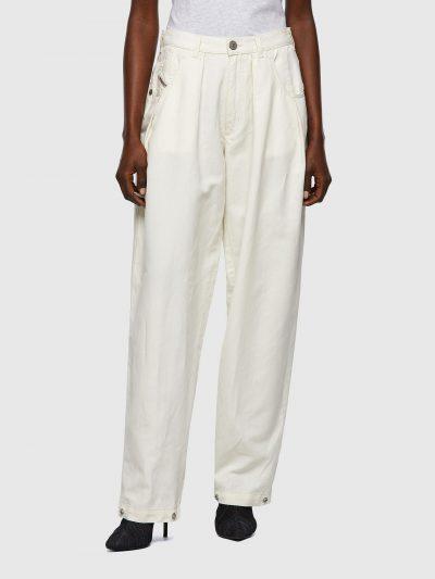 מכנסיים ארוכים, בד כותנה ופשתן, צבע לבן, גזרה מעט גבוהה, גזרה רחבה, כפתורים בתחתית הרגליים שאפשר לפתוח או לסגור