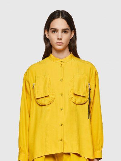 חולצה מכופתרת, שרוולים ארוכים, צבע צהוב, גזרה משוחררת, כיסים תלת מימד, פאץ׳ במרפקים