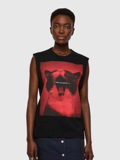 גופייה, גזרה ישרה, צבע שחור, הדפס גדול בשחור ואדום של חתול מפהק