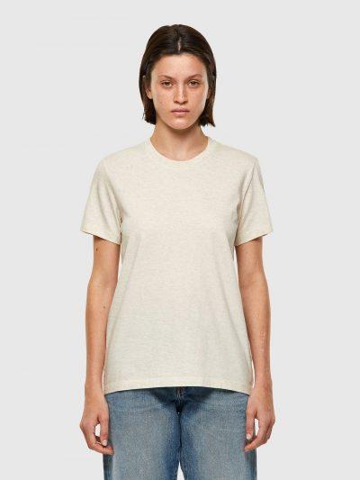 חולצת טי, שרוולים קצרים, צבע off white, הדפס אותיות שחורות מבריקות בגב