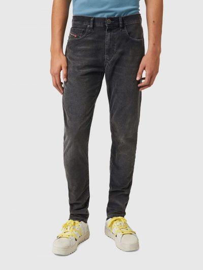 ג׳ינס בגזרה צרה וישרה, בד קורדרוי, צבע אפור כהה, סגירת רוכסן וכפתור, פאץ׳ לוגו על הכיס הקדמי הקטן