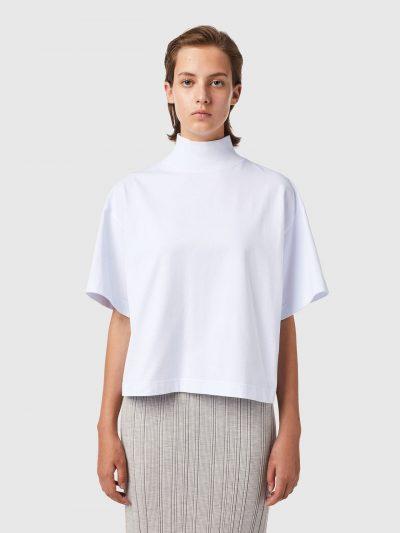 חולצת חצי גולף שחורה עם שרוולים קצרים-לבן
