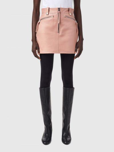 חצאית עור, צבע ורוד, אורך מיני, סגירת רוכסן כסוף, רוכסנים כסופים בכיסים, לולאות לחגורה