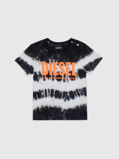 חולצת טי, שרוולים קצרים, צבע שחור לבן בהדפס צביעת טאי דאי, לוגו דיזל כתום גדול על החזה